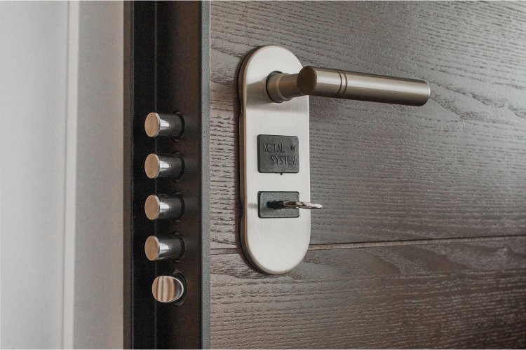Best Locks for Apartment Doors: A Helpful Illustrative Buyer's Guide