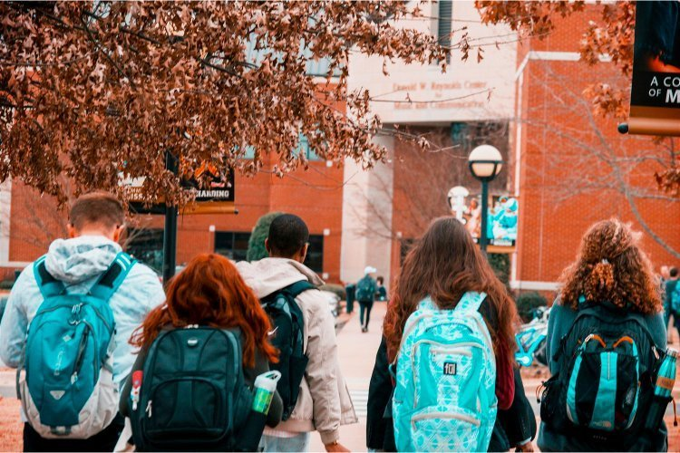 5 Best Waterproof (Not Just Water-Resistant) College Backpacks featured image